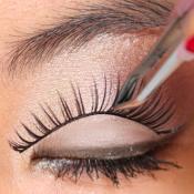 beYOUtifi applying-strip-lashes